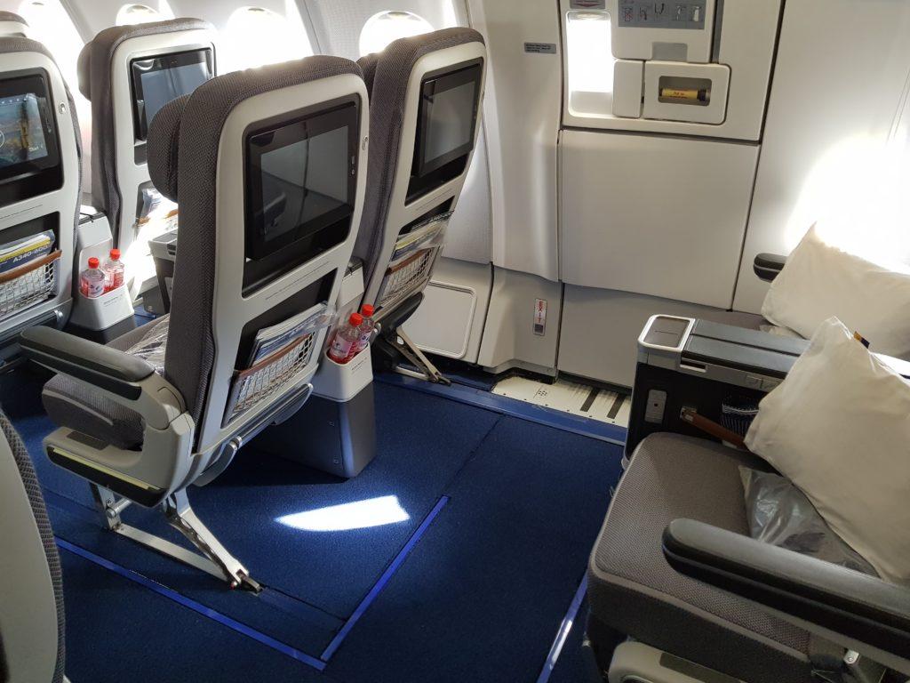 Lufthansa premium economy - seats 2