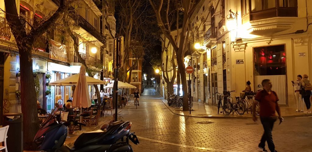 Valencia's streets in the night - nobody sleeps 5 days in Valencia